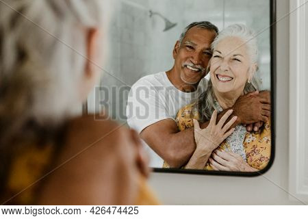 Elderly couple in front of a mirror