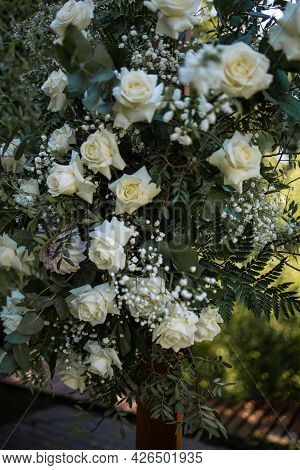 Luxury Wedding Floral Decor With Roses In The Restaurant Hall