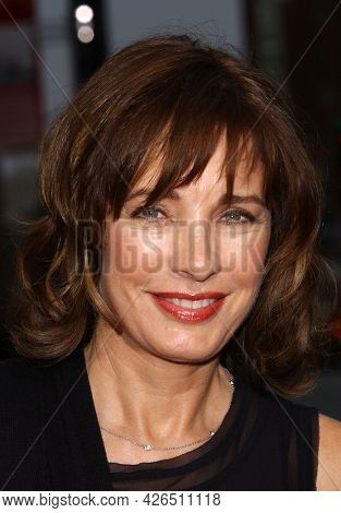 LOS ANGELES - JUN 12: Anne Archer arrives to  AFI Lifetime Achievement Award honoring Robert DeNiro on June 12, 2003 in Hollywood, CA