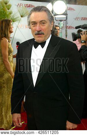 LOS ANGELES - JUN 12: Robert De Niro arrives to  AFI Lifetime Achievement Award honoring Robert DeNiro on June 12, 2003 in Hollywood, CA
