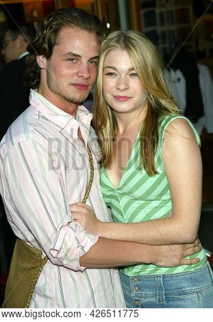 LOS ANGELES - MAY 14: Dean Sheremet and LeAnn Rimes arrives to  ÔBruce AlmightyÕ World Premiere on May 14, 2003 in Hollywood, CA
