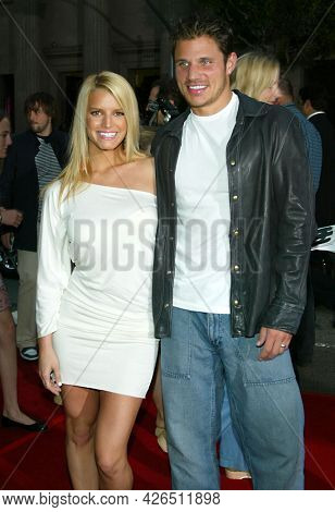 LOS ANGELES - JUN 18: Jessica Simpson and Nick Lachey arrives to  'Charlie's Angels 2: Full Throttle' LA Premiere on June 18, 2003 in Hollywood, CA