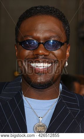 LOS ANGELES - JUN 18: Bernie Mac arrives to  'Charlie's Angels 2: Full Throttle' LA Premiere on June 18, 2003 in Hollywood, CA