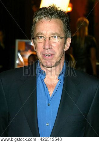 LOS ANGELES - NOV 02: Tim Allen arrives to  the 'Die Another Day' Hollywood Premiere on November 02, 2002 in Los Angeles, CA