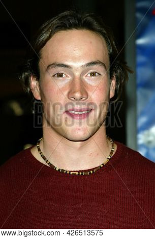 LOS ANGELES - NOV 02: Chris Klein arrives to  the 'Die Another Day' Hollywood Premiere on November 02, 2002 in Los Angeles, CA