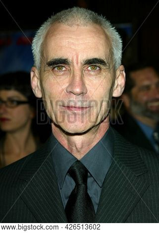 LOS ANGELES - NOV 02: Lee Tamahori arrives to  the 'Die Another Day' Hollywood Premiere on November 02, 2002 in Los Angeles, CA