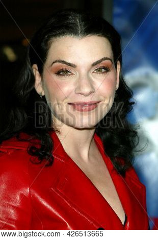 LOS ANGELES - NOV 02: Julianna Margulies arrives to  the 'Die Another Day' Hollywood Premiere on November 02, 2002 in Los Angeles, CA