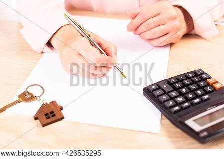 Signing A Lease, The Realtor Signs A Lease