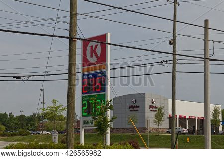 Augusta, Ga Usa - 04 29 21: Gas Price Digital Sign Circle K Gas Station Jiffy Lube In The Background
