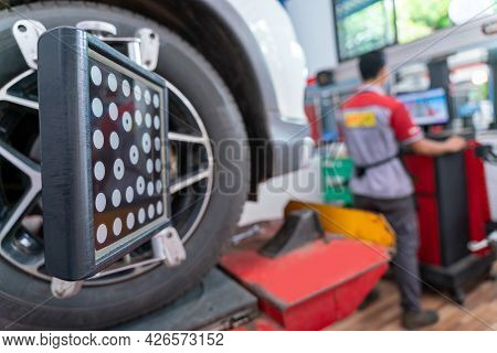 Car Wheel Balancer Calibrate With Laser Reflector Attach On Each Tire To Center Driving Adjust. Bala