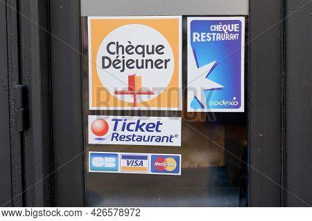 Bordeaux , Aquitaine France - 06 01 2021 : Ticket Restaurant Edenred Brand Cheque Dejeuner Logo And