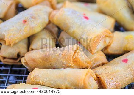 Close-up Vegetarian Spring Rolls Fried, Vegetarian Food Sold In China Town (yaowarat), With A Range