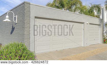 Pano Detached Residential Garage At The Enighborhood Of Huntington Beach California