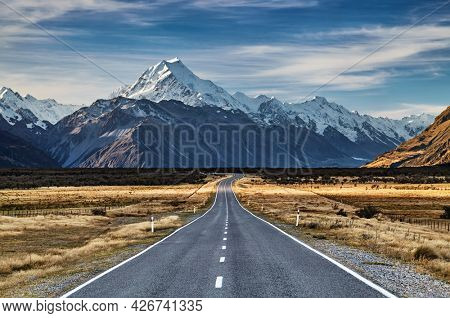 Road to the Mount Cook the highest pick of New Zealand, South Island