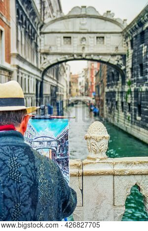 Venice, Italy - October 06, 2001: View Of A Painter And The Bridge Of Sighs (ponte Dei Sospiri), In