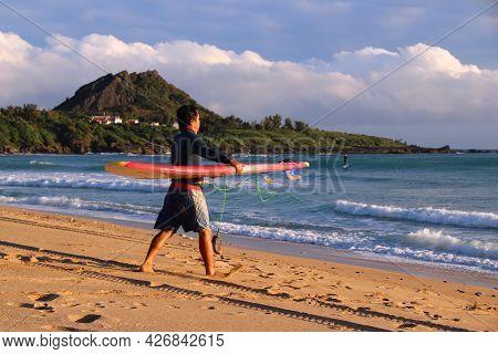Kenting, Taiwan - November 28, 2018: Surfer Approaches The Waves In Kenting Beach, Taiwan. Kenting N