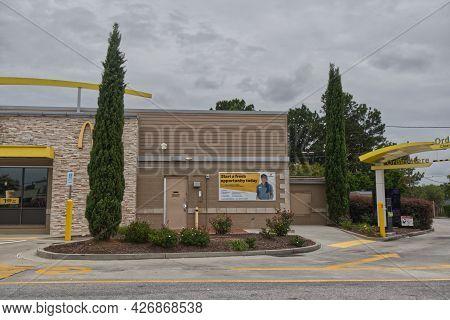 Columbia County, Ga Usa - 07 11 21: Mcdonalds Now Hiring Career Banner On Side Of Building - Columbi
