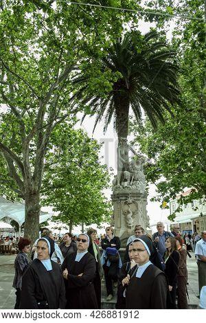 Dubrovnik, Croatia - June 7, 2008: Group Of Catholic Nuns Walking In The Streets Of Dubrovnik. Catho