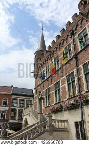Geraardsbergen, Belgium 16 July 2021: View Of The Medieval Townhall And Market Place In The Centre O