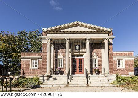 Newport, Usa - September 23, 2017:  Entrance Of Newport Community Church In Newport, Usa.