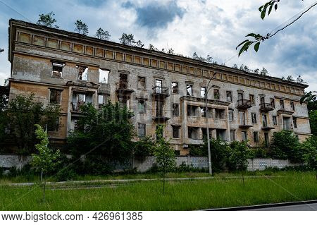 An Old Abandoned House. Emergency High-rise Building. House Without Tenants. The House Is Overgrown