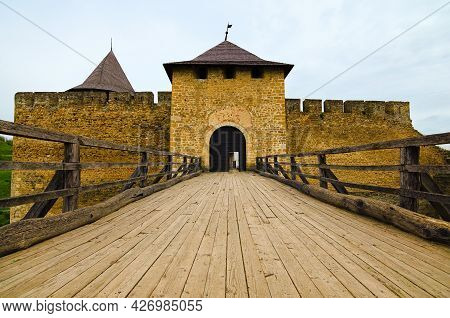 Khotyn, Ukraine-may 14, 2021:wide-angle Landscape View Of The Entrance Gate With Wooden Bridge To Th