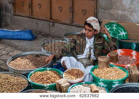 Selling Dried Fruits In Yemen