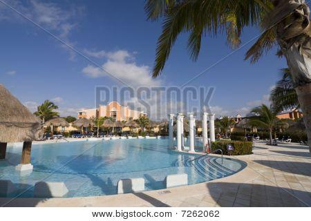 Tropical Resort Swiming Pool