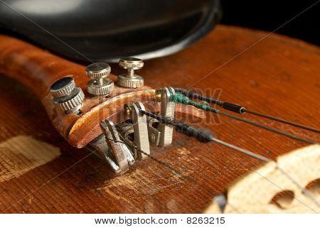 Violin String Tensioners