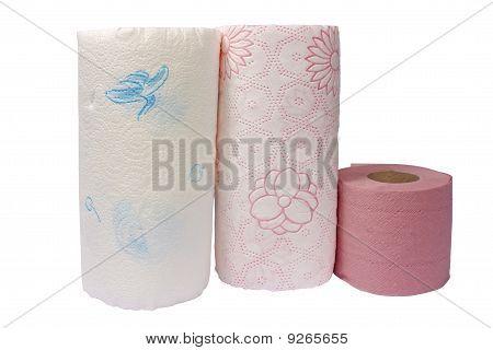 Papierhandtücher und Toilettenpapier