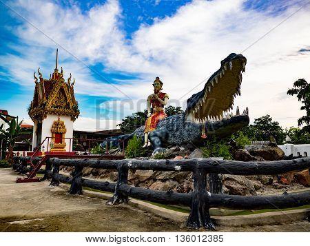crocodile alligator mugger sculpture molded figure shrine wangsammor thai
