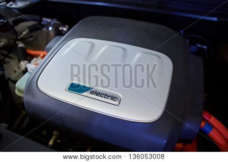 Electric vehicle motor. Battery and hybrid Engine