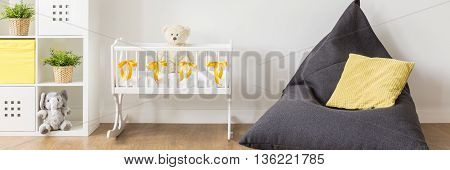 Creatve And Practical Sitting Place For Mummy And Her Newborn
