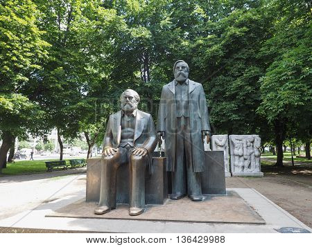 Marx-engels Forum Statue In Berlin