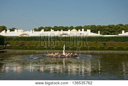 Fountaine In Peterhof, St Petersburg, Russia