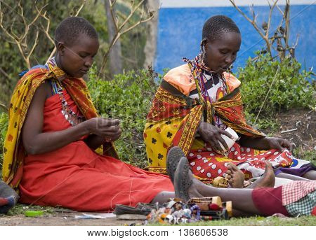 Maasai Women Makes Traditional Necklace