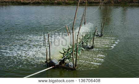 Turbine fill air into clean water at fishing pond.