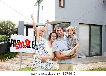 Kopen van een huis en gelukkige familie