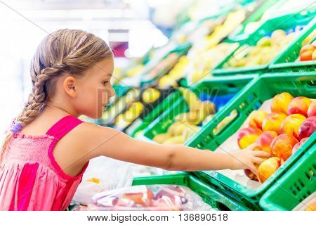 filling the bad plastic bag with fruits