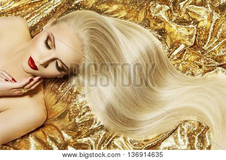 Fashion Model Gold Color Hair Style Woman Long Waving Hairstyle