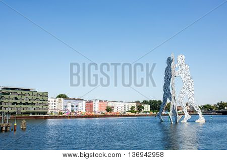 Molecule Man Sculpture On The Spree River