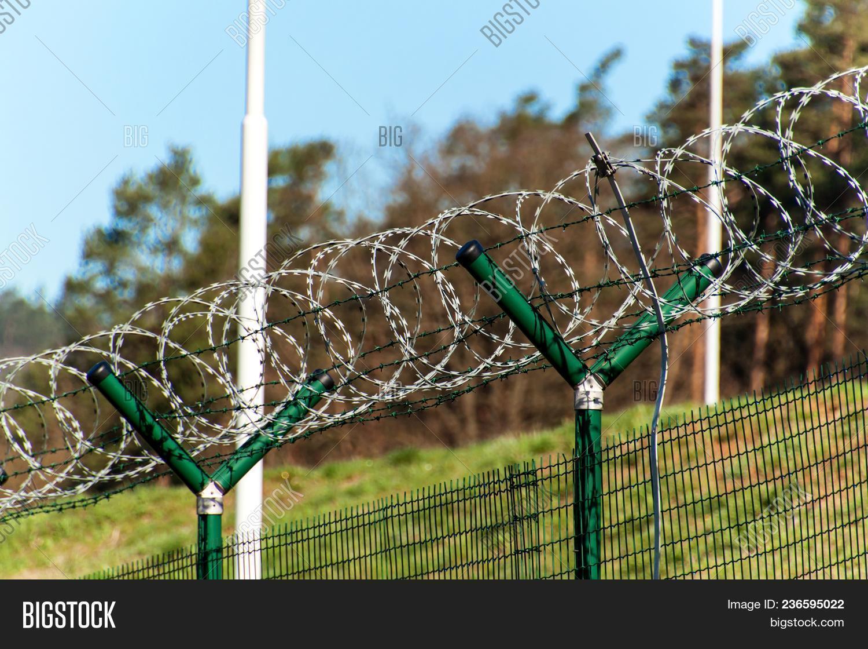 Fence Razor Barbed Image & Photo (Free Trial) | Bigstock