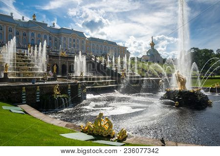 Saint- Petersburg, Russia - July 11, 2016: Grand  Palace And Fountains Of The Grand Cascade In Saint