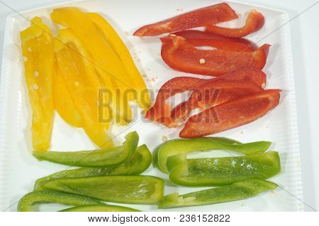 Today We Prepare Three Peppers For A Colorful Dish  02