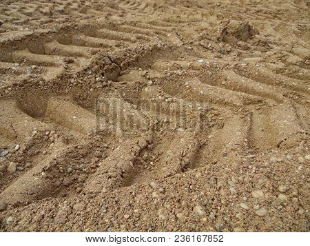 Tires Leave Traces In The Sand, Good Background Image