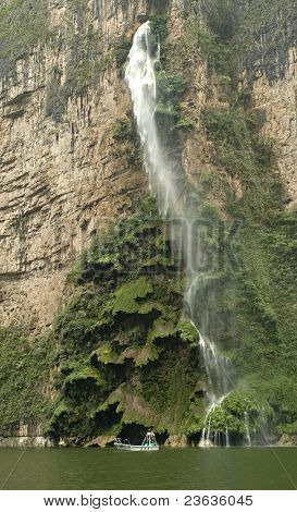 This fall is called Christmas tree, in the sumidero Canyon, Chiapas Mexico