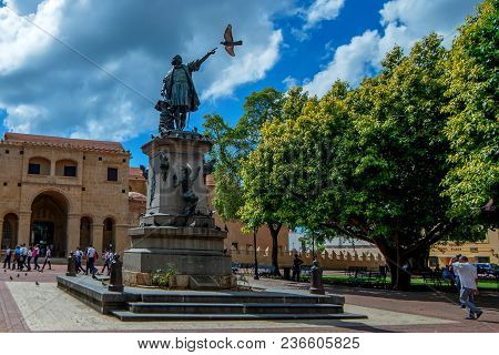 Santo Domingo, Dominican Republic - October 30, 2015: Famous Christopher Columbus Statue In Parque C