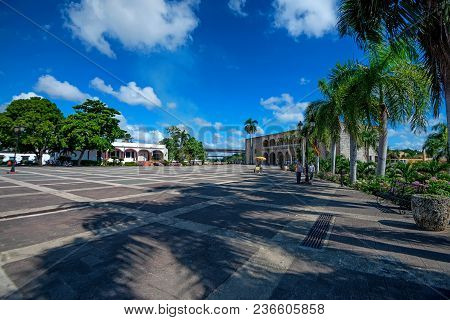 Santo Domingo, Dominican Republic - October 30, 2015: Plaza De Espana In Santo Domingo, Dominican Re