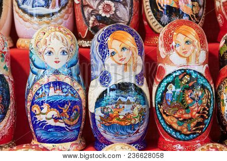 traditional russian wooden nesting dolls