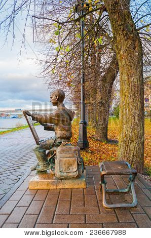 Veliky Novgorod, Russia -october 17, 2017. Sculpture Of The Painter Boy At The Embankment Of The Vol